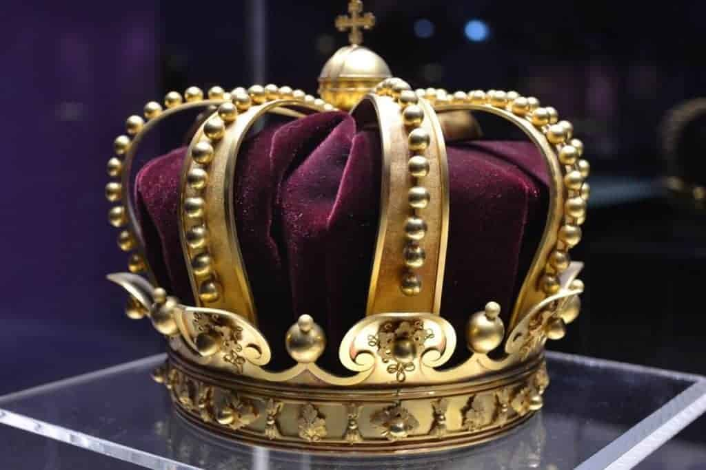 Jojakin avait il 8 ans ou 18 ans quand il devint roi ?