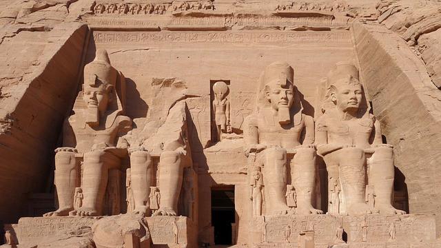 L'Egypte était-elle décentralisée (avec les nomarques) sous l'époque du pharaon de Joseph et avant la famine de 7 ans ?
