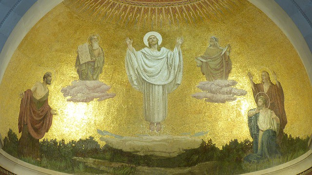 Que signifie l'épisode de la transfiguration de Jésus avec Moïse et Élie dans Matthieu 17:1-3 ?