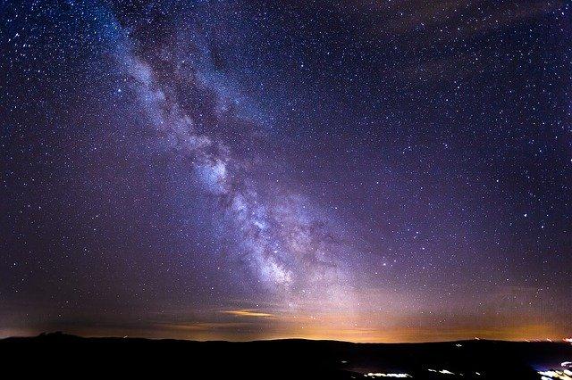 Pourquoi Dieu a-t-il créé autant d'étoiles et de planètes si la vie n'existe que sur terre ?
